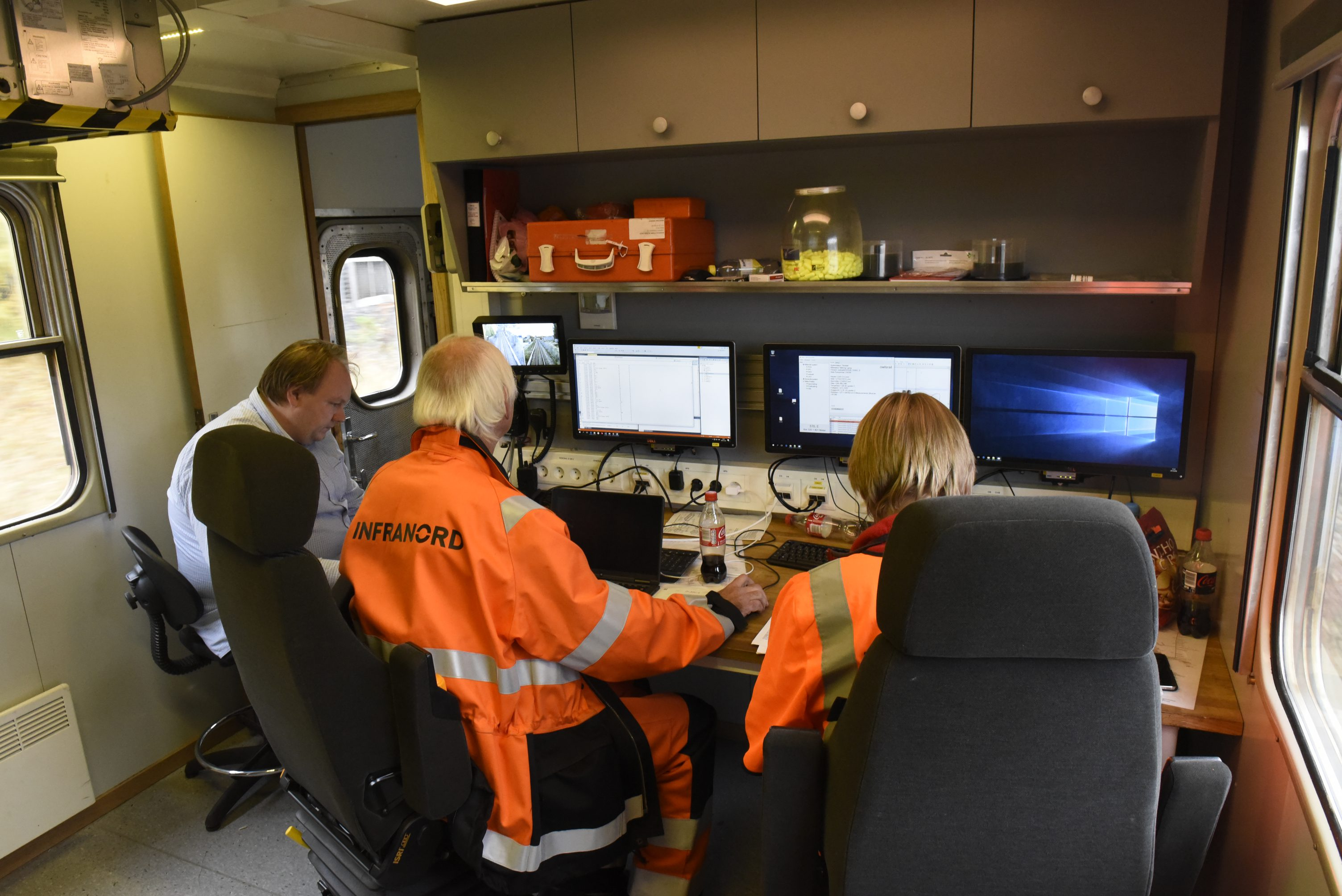 The control room on the JBV SMV3 Geometry Car. It is our Jesper Engberg on left and Infranord personnel on right. Infranord is responsible for some of the geometry systems on the new SMV3.